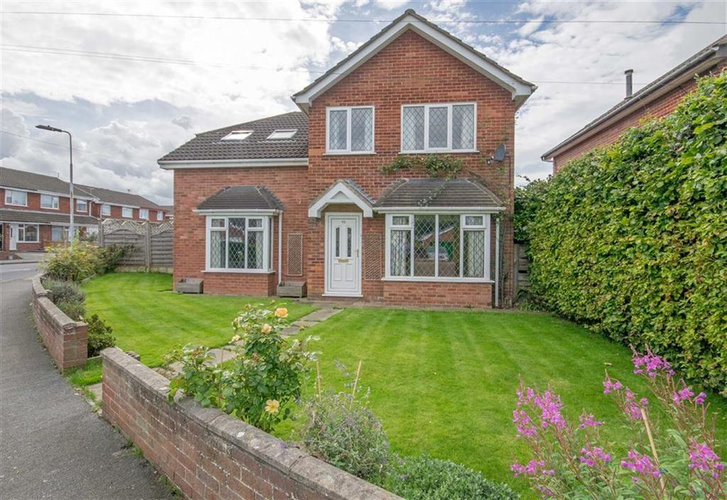 4 Bedrooms Detached House for sale in Snowdon Avenue, Bryn-y-baal, Mold