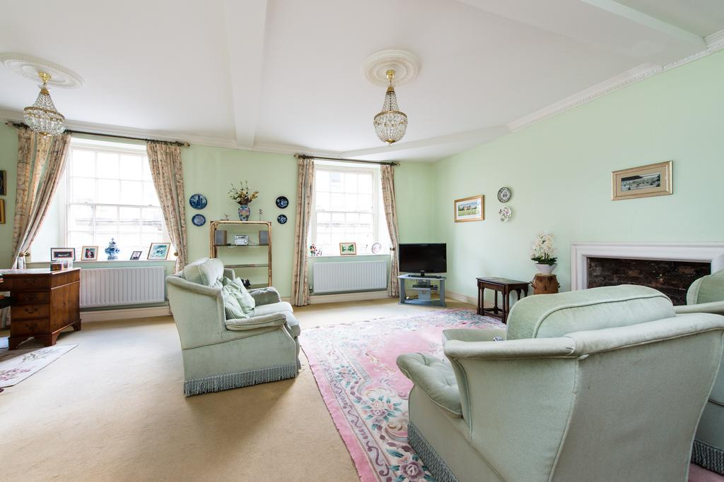 2 Bedrooms Flat for sale in Johnsons Courtyard, South Street, Sherborne