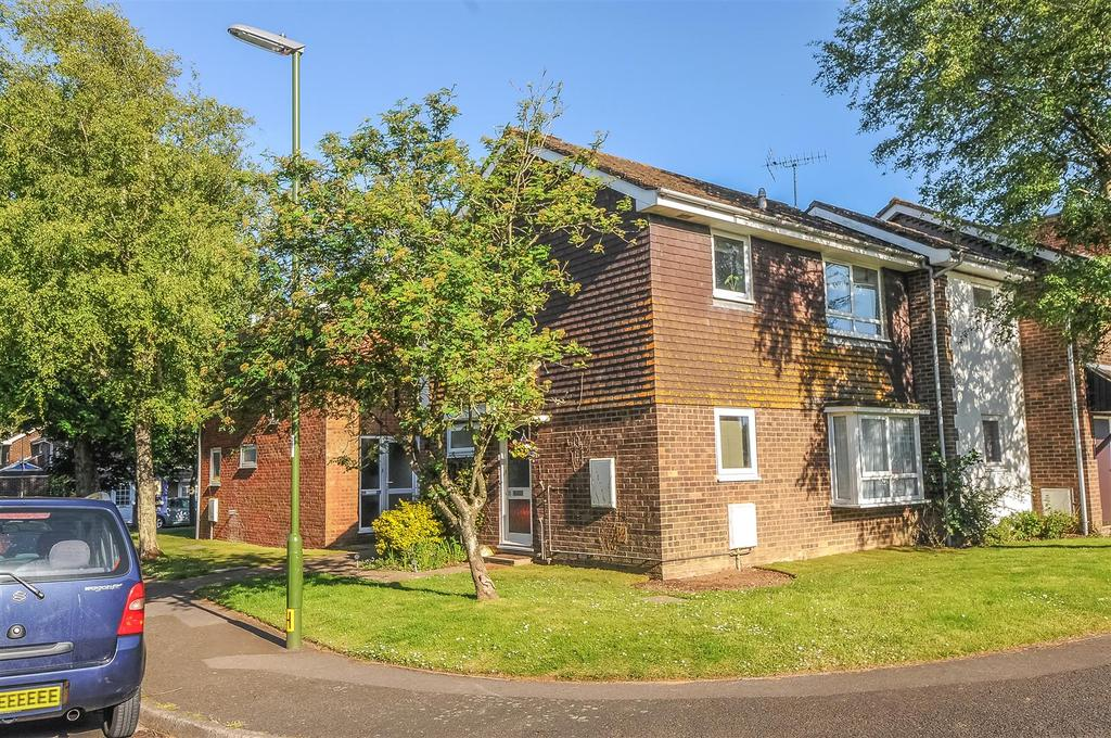 2 Bedrooms Apartment Flat for sale in Lamorna Gardens, Westergate