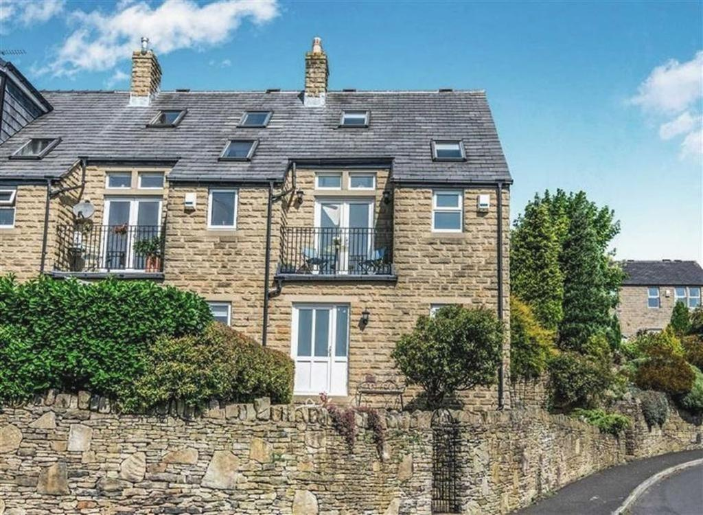2 Bedrooms Semi Detached House for sale in Broadfield Park, Holmbridge, Holmfirth, HD9