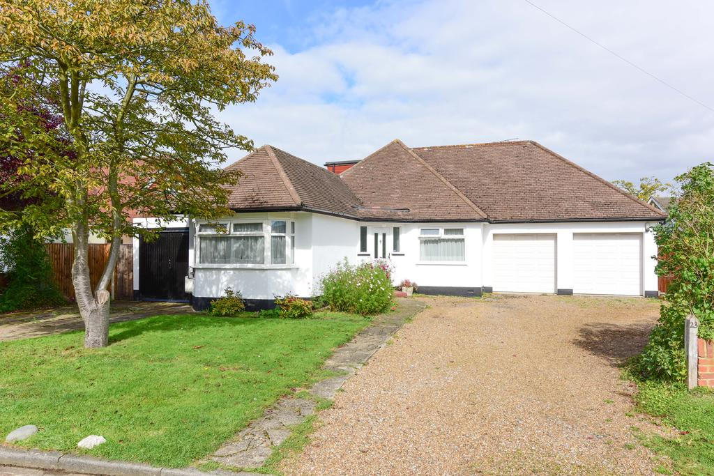 5 Bedrooms Detached Bungalow for sale in Ringmore Road, WALTON ON THAMES KT12