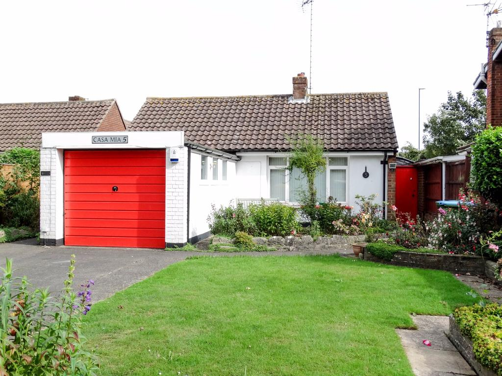 2 Bedrooms Detached Bungalow for sale in South Bersted, Bognor Regis