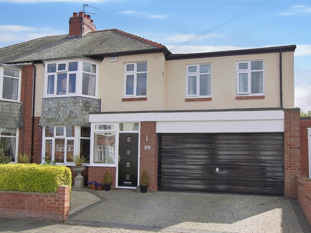 5 Bedrooms Semi Detached House for sale in Middlegate, Loansdean, Morpeth