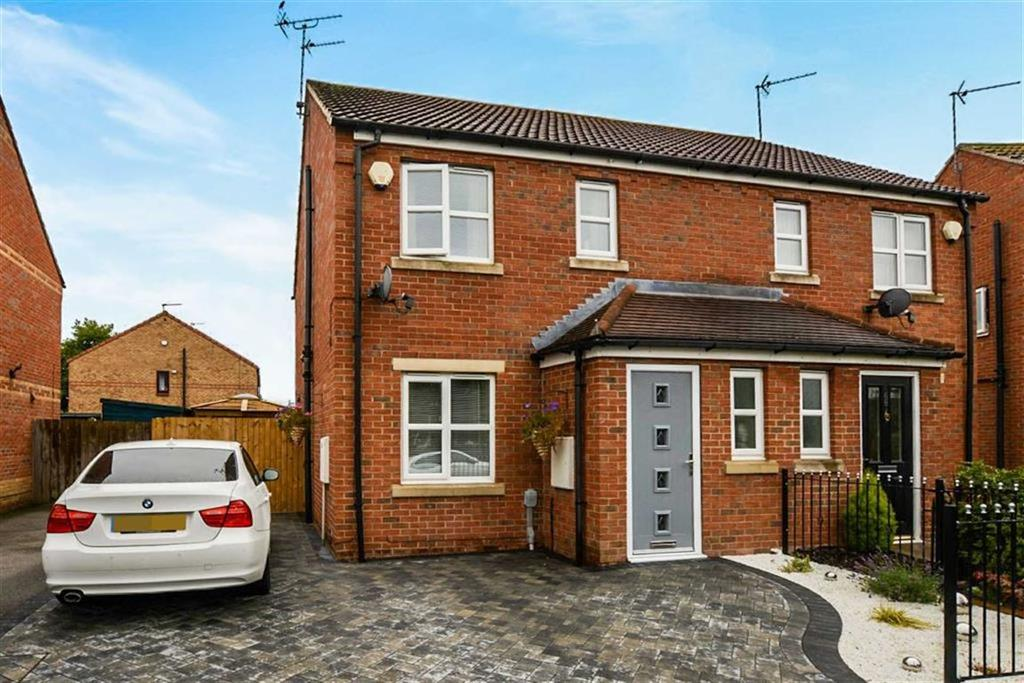 3 Bedrooms Semi Detached House for sale in Hayton Grove, Hull, HU4