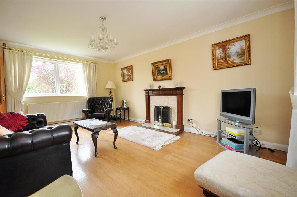 4 Bedrooms Detached House for sale in The Old Village, Huntington, York, YO32 9RA