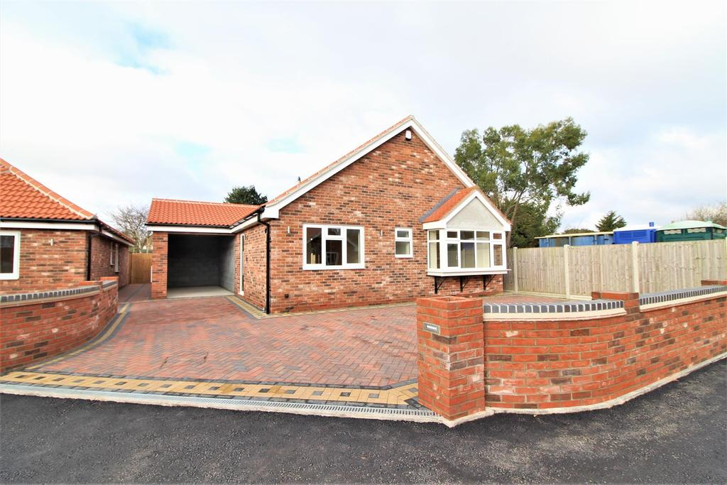 3 Bedrooms Detached Bungalow for sale in Manor Road Gardens, Great Holland, Frinton-On-Sea