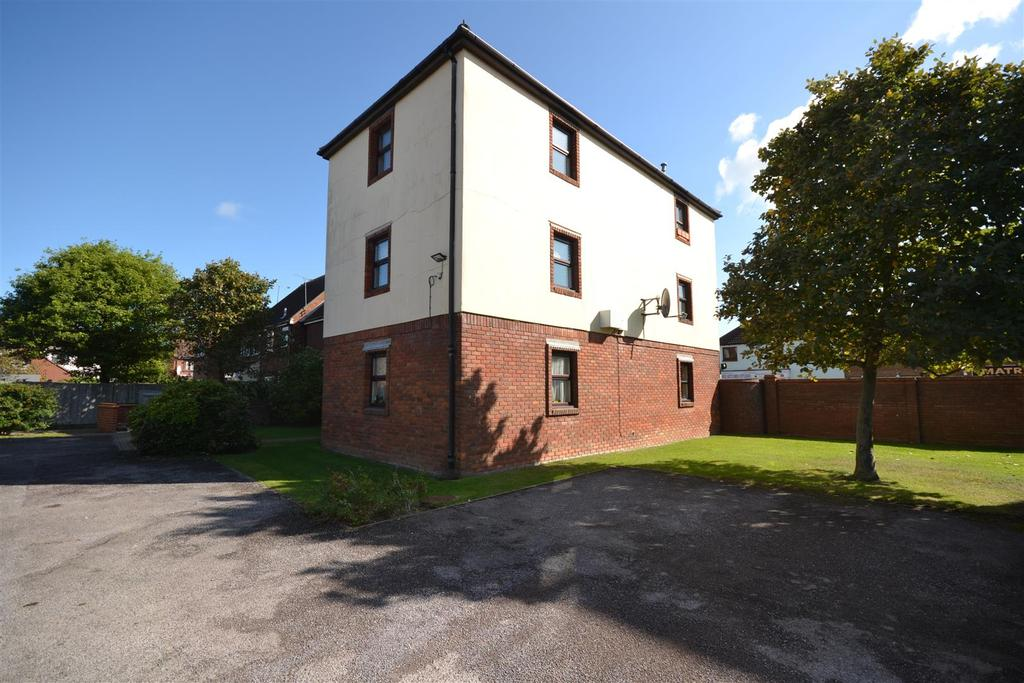 Studio Flat for sale in Akenfield Close, South Woodham Ferrers, South Woodham Ferrers
