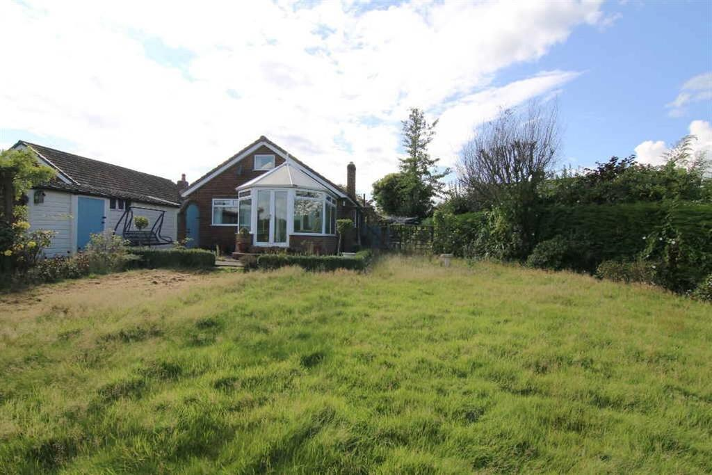 2 Bedrooms Detached Bungalow for sale in Greenfield Crescent, Waverton