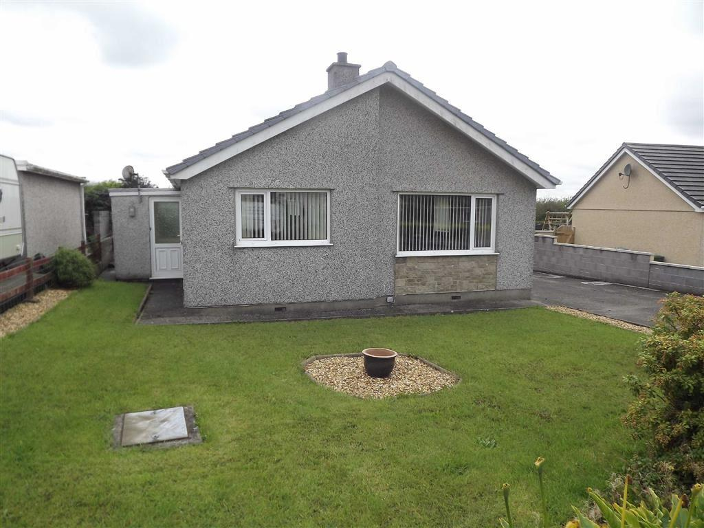 3 Bedrooms Detached Bungalow for sale in Penysarn Fawr, Penysarn