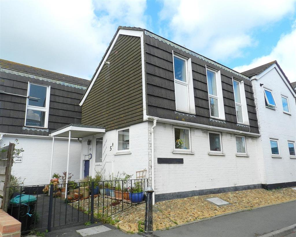 2 Bedrooms Town House for sale in Castle Street, East Cowes