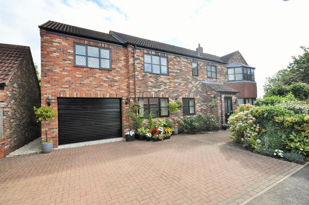5 Bedrooms Detached House for sale in Laburnum Close, Rufforth, York