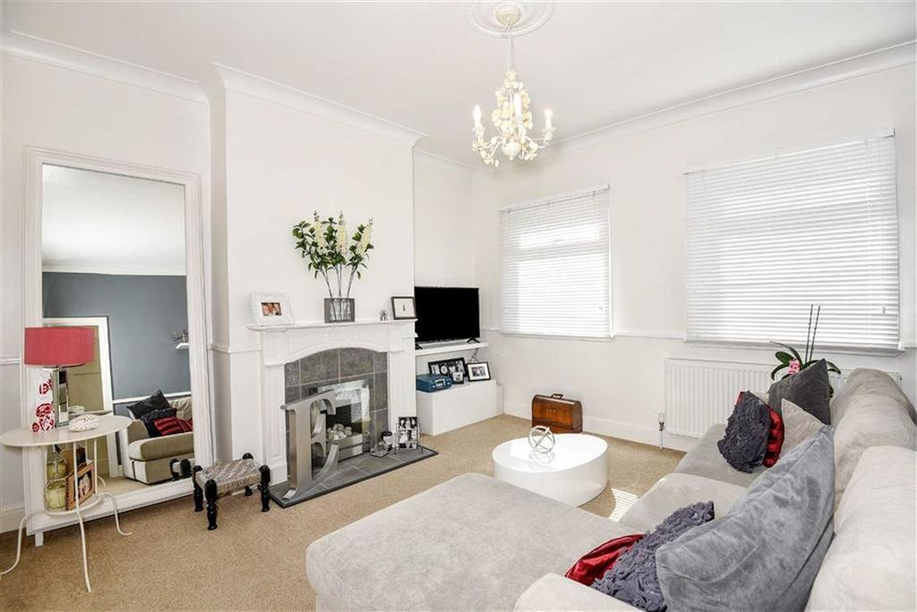 3 Bedrooms Duplex Flat for sale in Field End Road, Eastcote, Middlesex