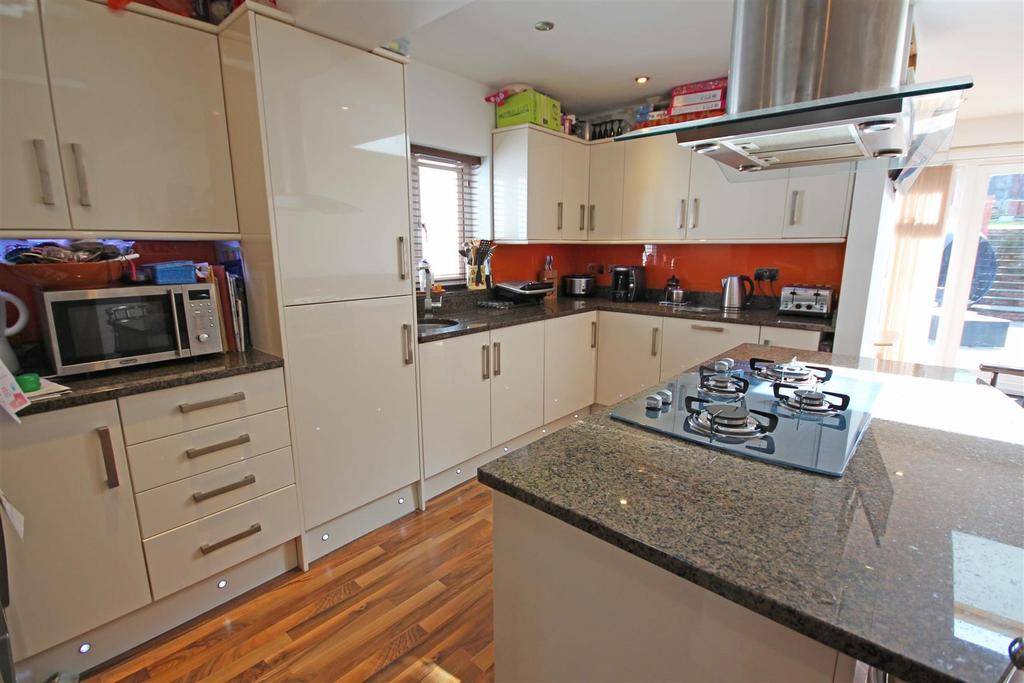 4 Bedrooms Semi Detached House for sale in Mackie Avenue, Patcham, Brighton