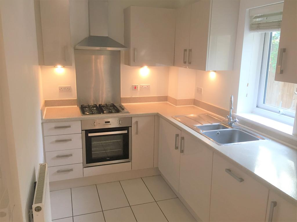 3 Bedrooms Semi Detached House for rent in KIBBLE CLOSE, CHADWELL HEATH, ESSEX RM6