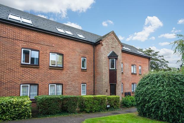 2 Bedrooms Apartment Flat for sale in The Putterills, Harpenden, Herts, AL5