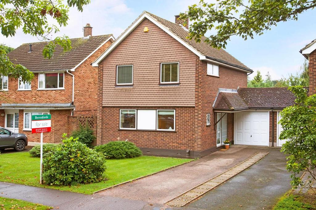 3 Bedrooms Link Detached House for sale in Princes Way, Hutton, Brentwood, Essex, CM13