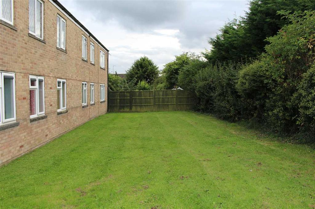 2 Bedrooms Apartment Flat for sale in Dogridge, Purton, Swindon