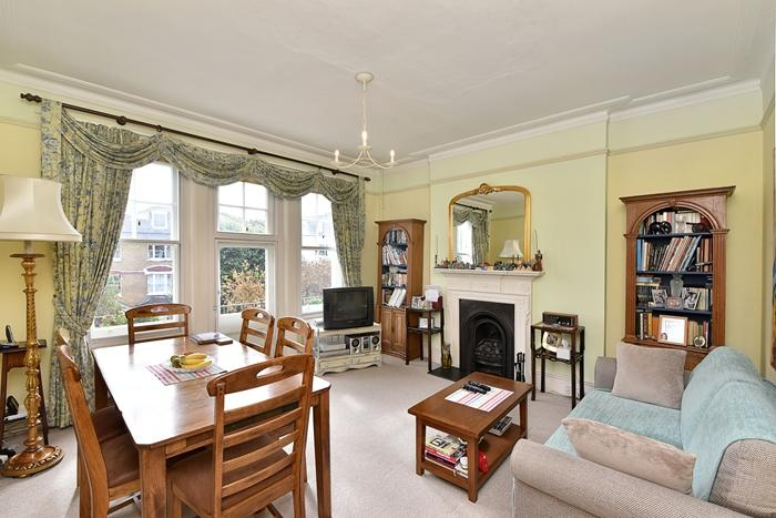 2 Bedrooms Flat for sale in Gordon Mansions, 75 Anson Road, London