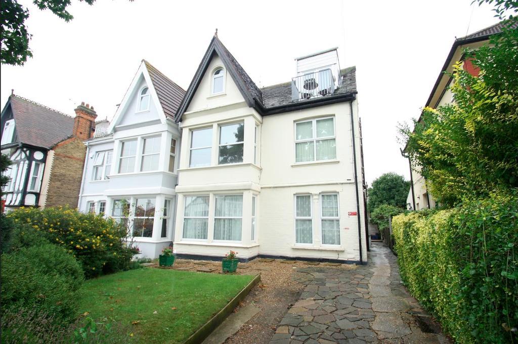 1 Bedroom Flat for sale in Cossington Road, Westcliff-On-Sea