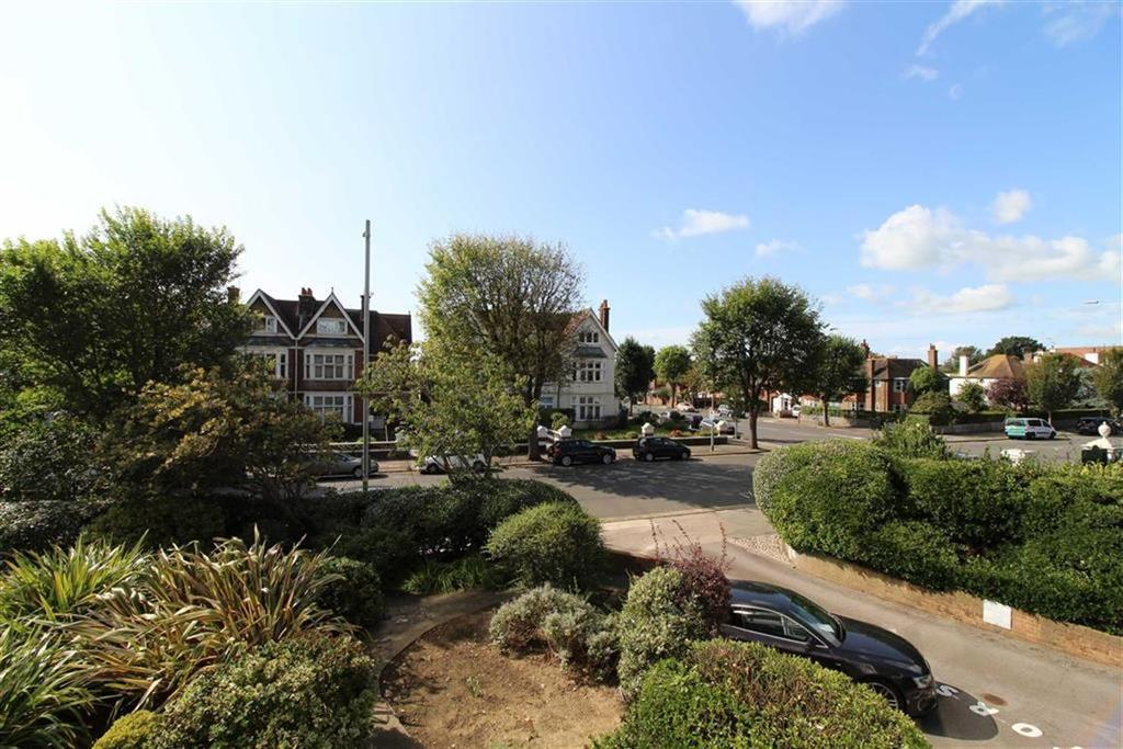 2 Bedrooms Apartment Flat for sale in Blenheim Court, Hove, East Sussex