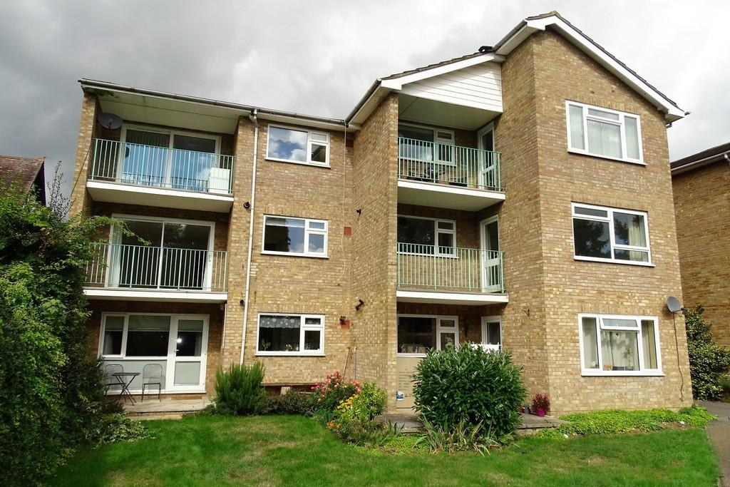 2 Bedrooms Apartment Flat for sale in Ashlea House, Fordbridge Road, Ashford, TW15