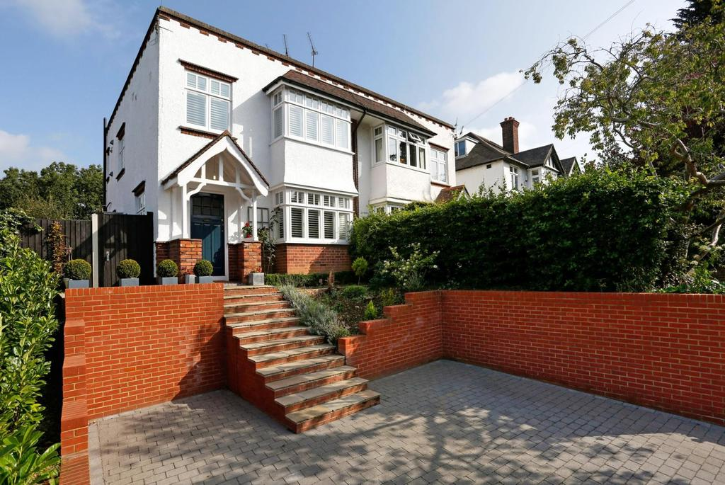 3 Bedrooms Semi Detached House for sale in Park Road, Brentwood, Essex, CM14