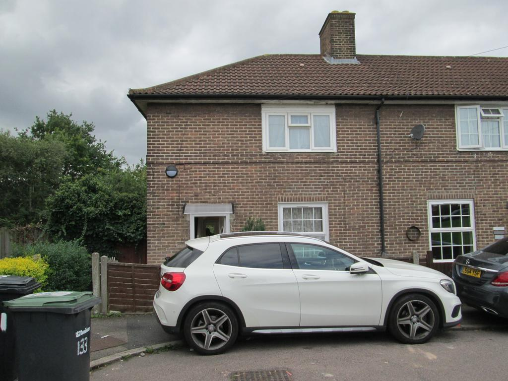 2 Bedrooms Terraced House for sale in Launcelot Road, BROMLEY BR1