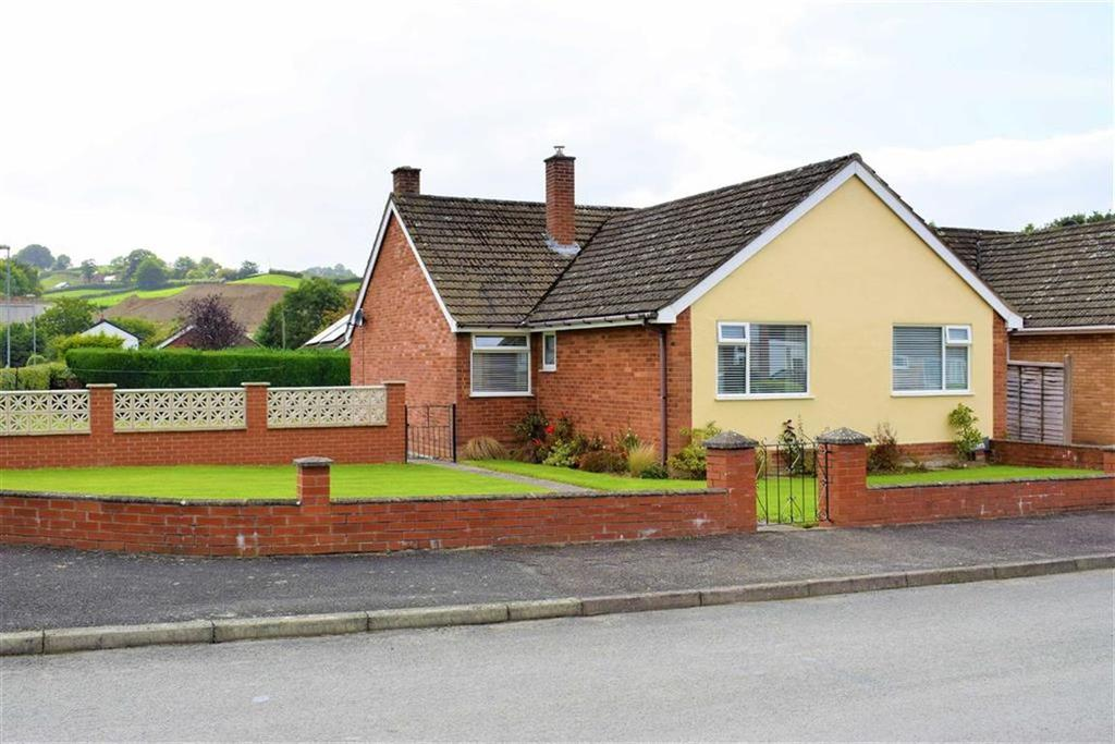3 Bedrooms Detached Bungalow for sale in 16, Glandulas Drive, Mochdre Road, Newtown, Powys, SY16