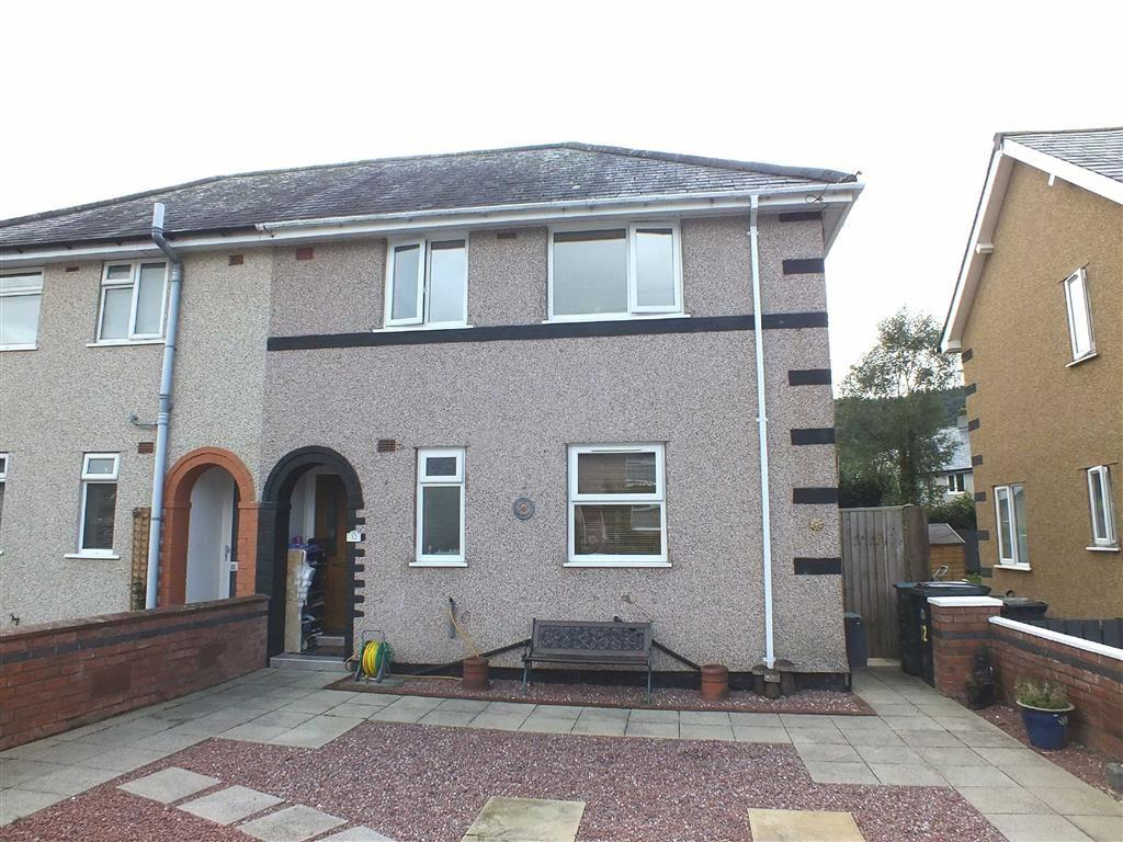 3 Bedrooms Semi Detached House for sale in Cae Person, Llanrwst