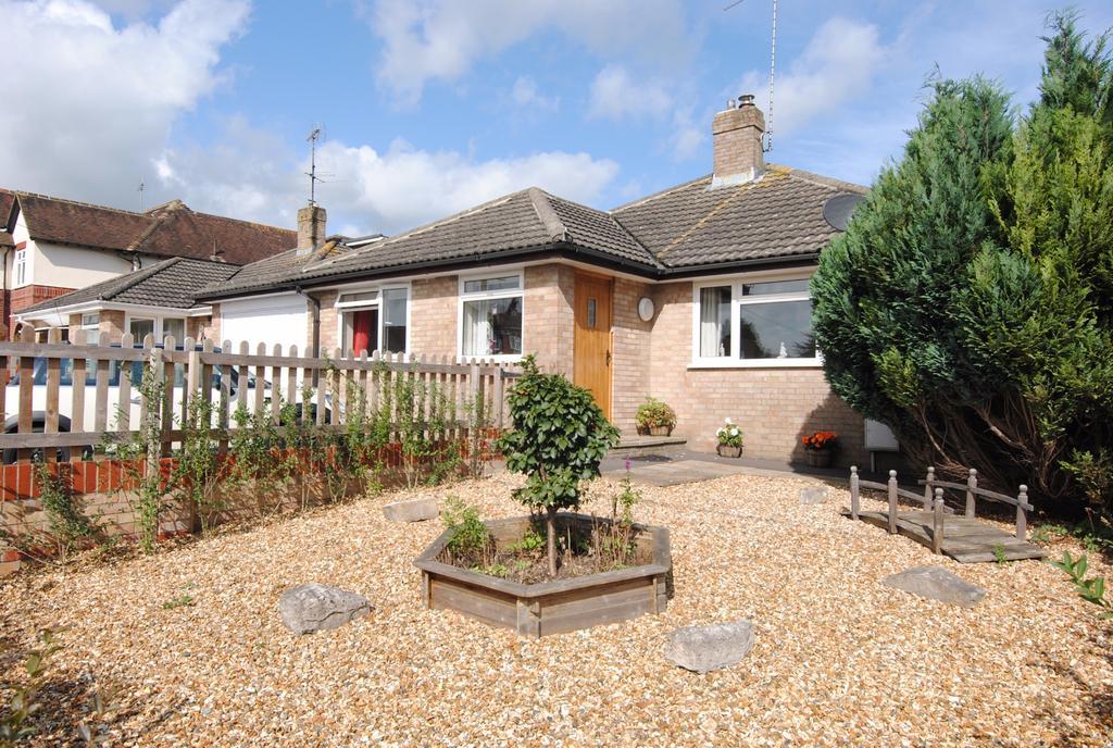 4 Bedrooms Bungalow for sale in Windsor Road, Durrington, Salisbury, SP4 8HG
