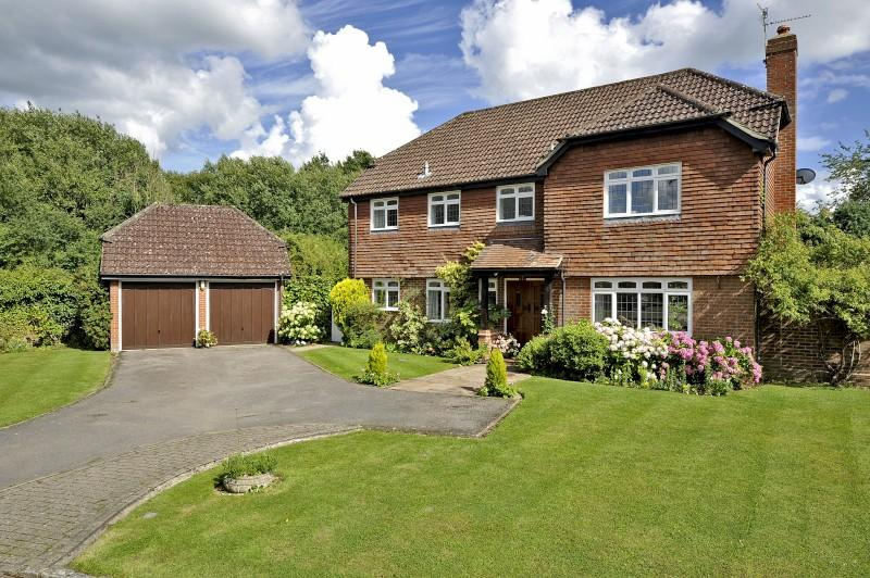 4 Bedrooms Detached House for sale in Rowly Edge, Rowly, Cranleigh