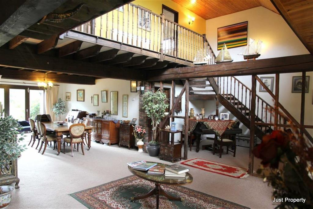 5 Bedrooms Detached House for sale in Fourteen Acre Lane, Three Oaks