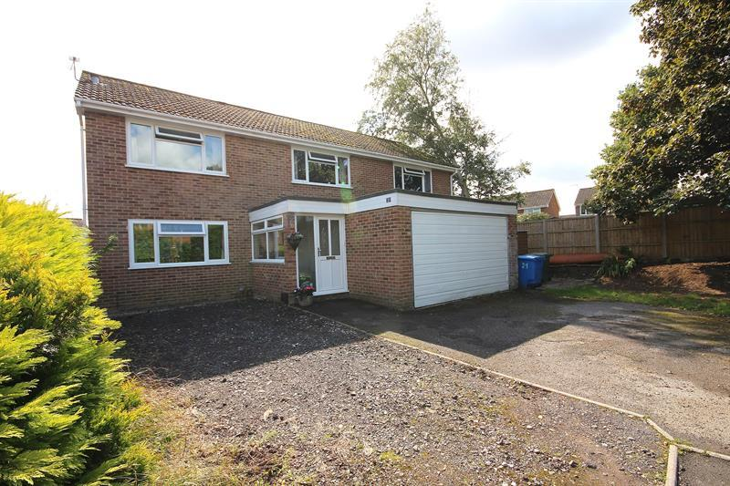 5 Bedrooms Detached House for sale in Countess Close, Merley, Wimborne