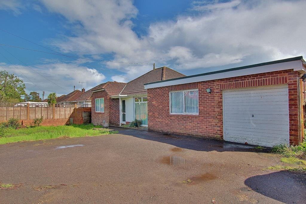 3 Bedrooms Detached Bungalow for sale in NORTH BADDESLEY