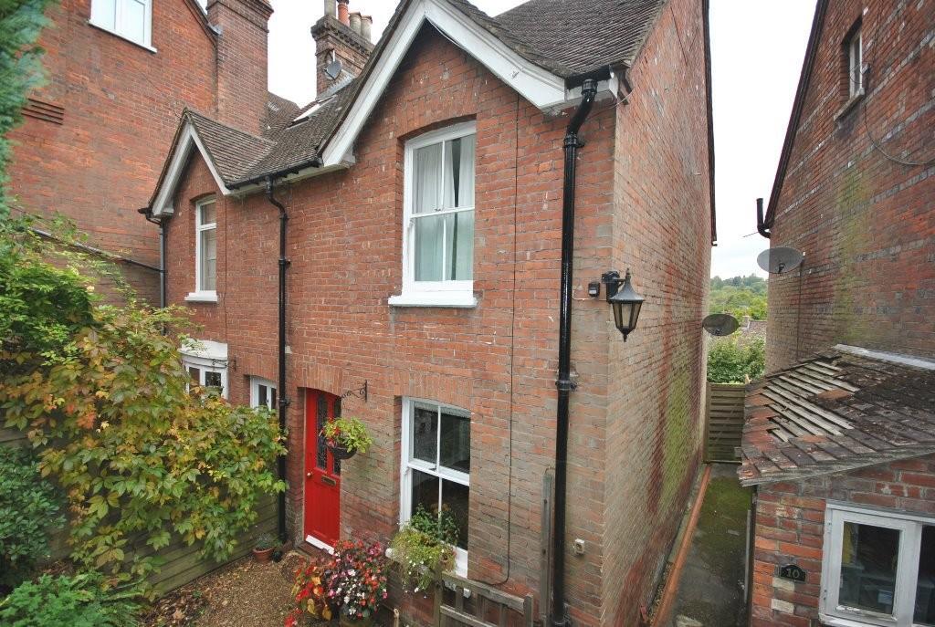 2 Bedrooms Semi Detached House for sale in Longdene Road, Haslemere, GU27