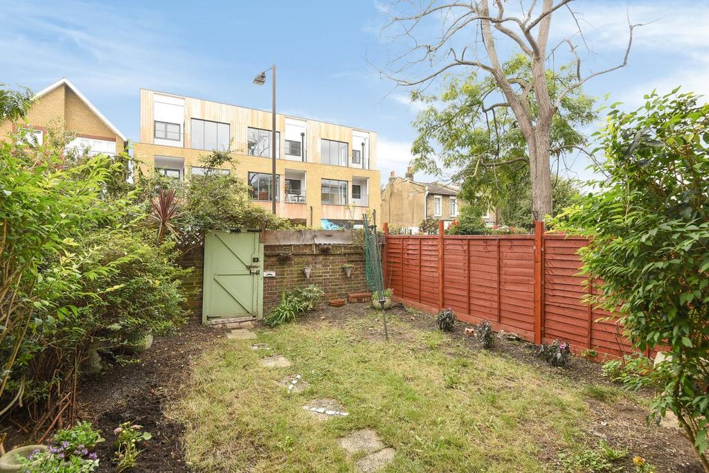1 Bedroom Flat for sale in Barton Close, Nunhead Green