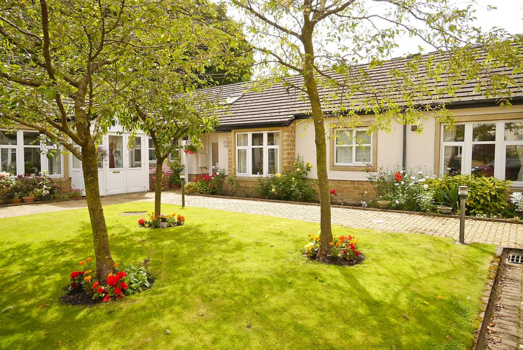 2 Bedrooms Retirement Property for sale in 6 The Stables, Threshfield Court, Threshfield,