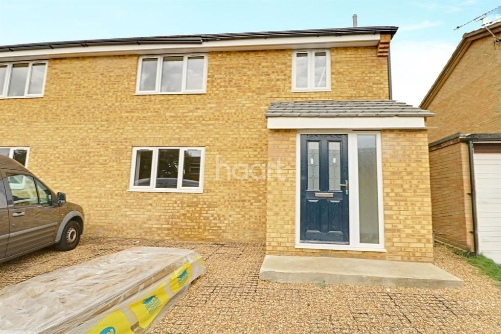 3 Bedrooms Semi Detached House for sale in Beaumont Close