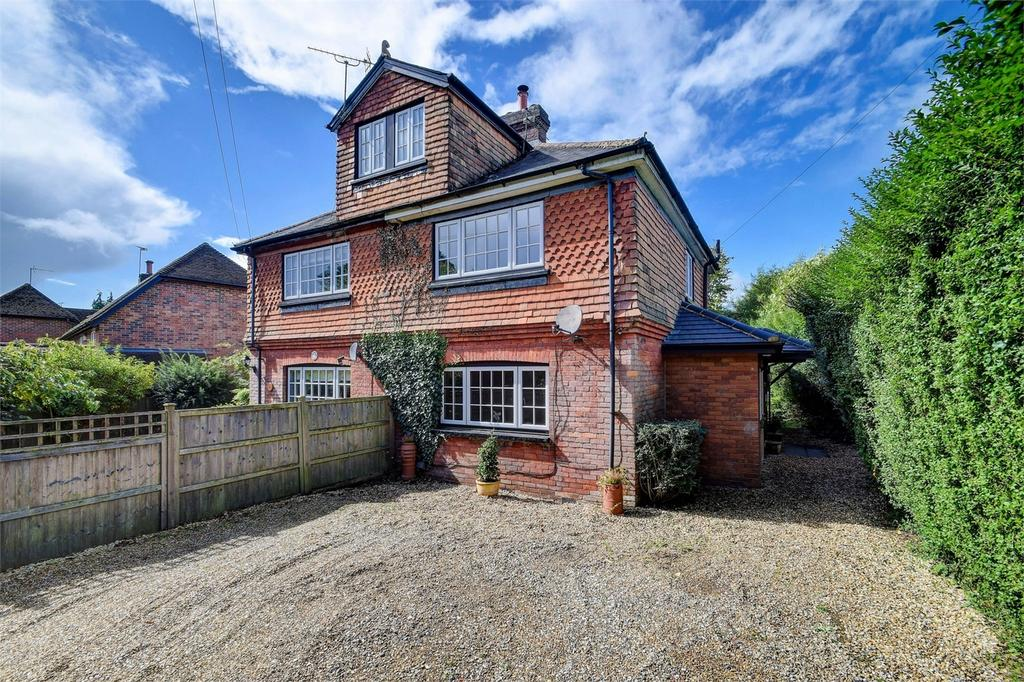3 Bedrooms Semi Detached House for sale in The Avenue, Grayshott