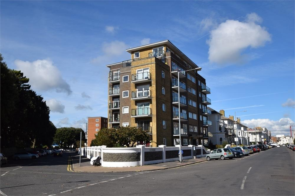 3 Bedrooms Flat for sale in Chiswick Place, Eastbourne, East Sussex