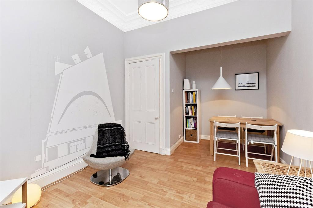 2 Bedrooms Flat for sale in 183/2 Great Junction Street, Edinburgh, EH6