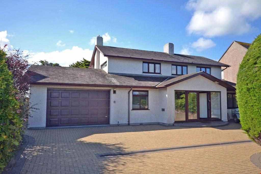 5 Bedrooms Detached House for sale in Pentire, Newquay, Cornwall, TR7