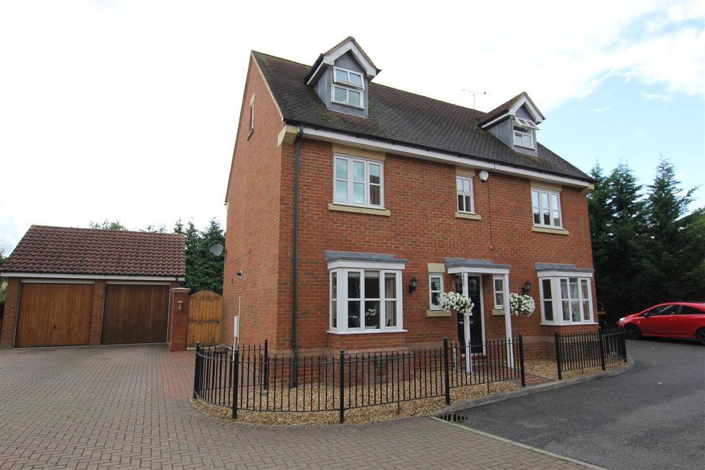 4 Bedrooms Detached House for sale in Heybridge, Maldon