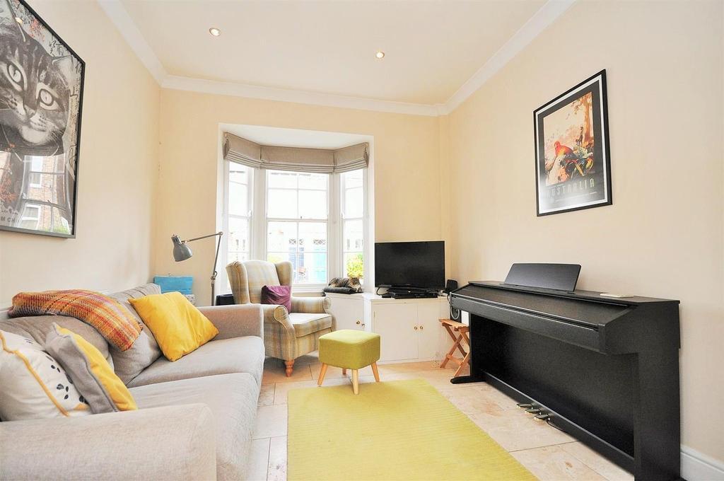 2 Bedrooms Terraced House for sale in Alma Terrace, Fishergate, York, YO10 4DL