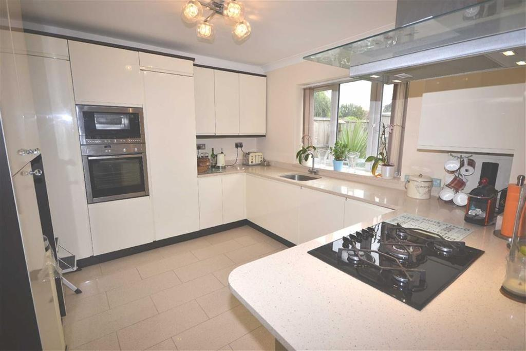 5 Bedrooms Semi Detached House for sale in Lindsey Street, Epping, Essex, CM16