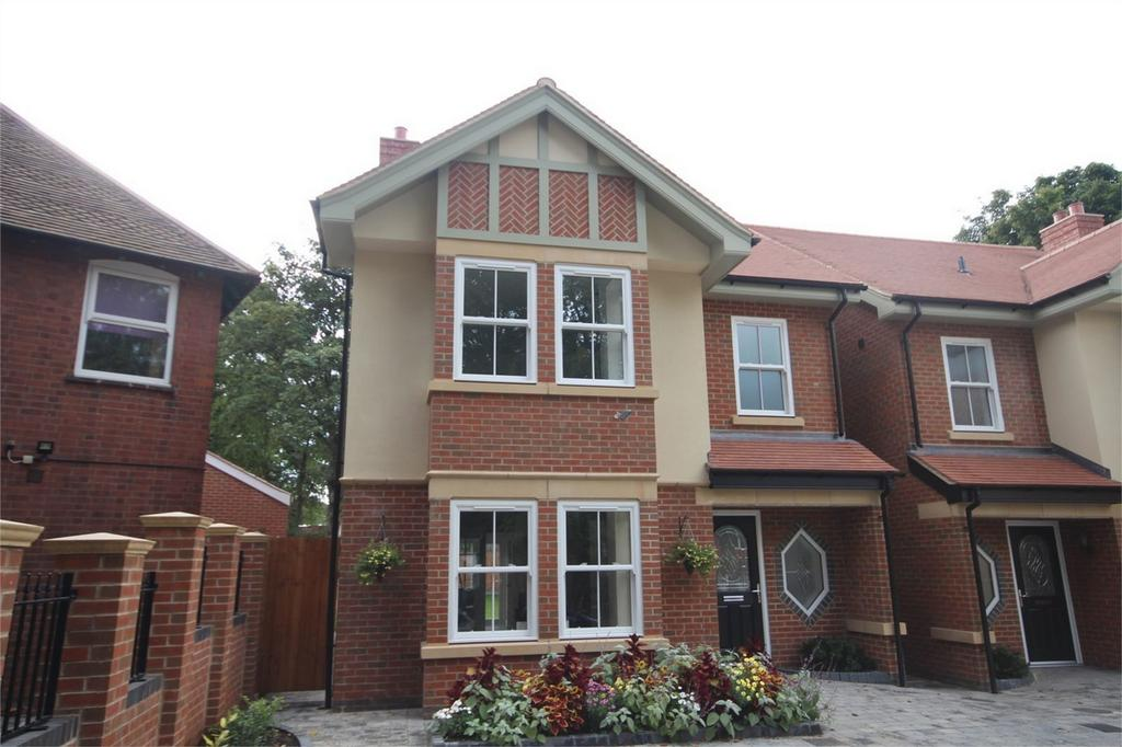 4 Bedrooms Detached House for sale in Earls Road, Nuneaton
