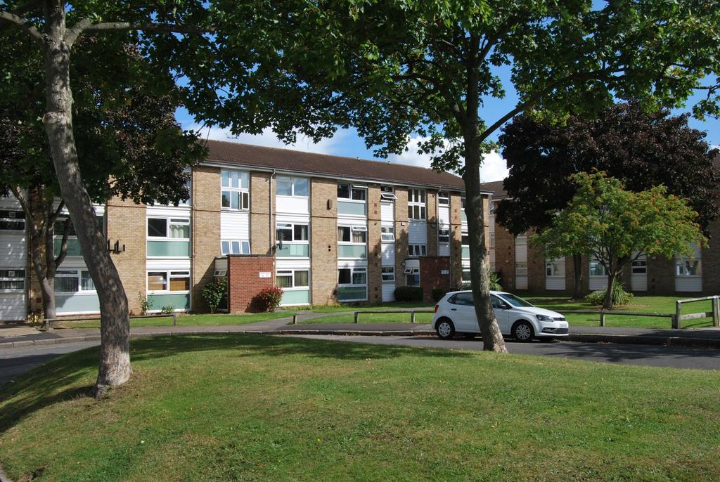 2 Bedrooms Flat for sale in Hope Park Bromley BR1