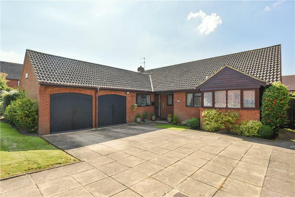 4 Bedrooms Detached Bungalow for sale in Glenrose Avenue, Ravensden, Bedfordshire