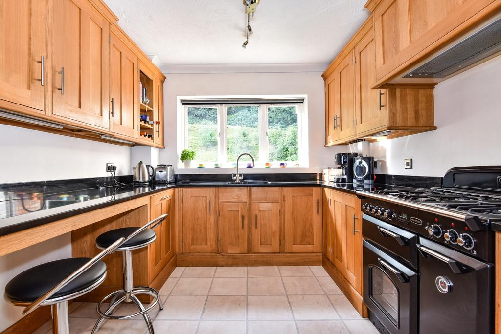 3 Bedrooms Flat for sale in Holmbury Park BR1