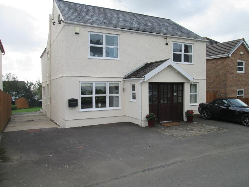 5 Bedrooms Detached House for sale in 21 Joiners Road, Three Crosses, Swansea, City And County of Swansea.